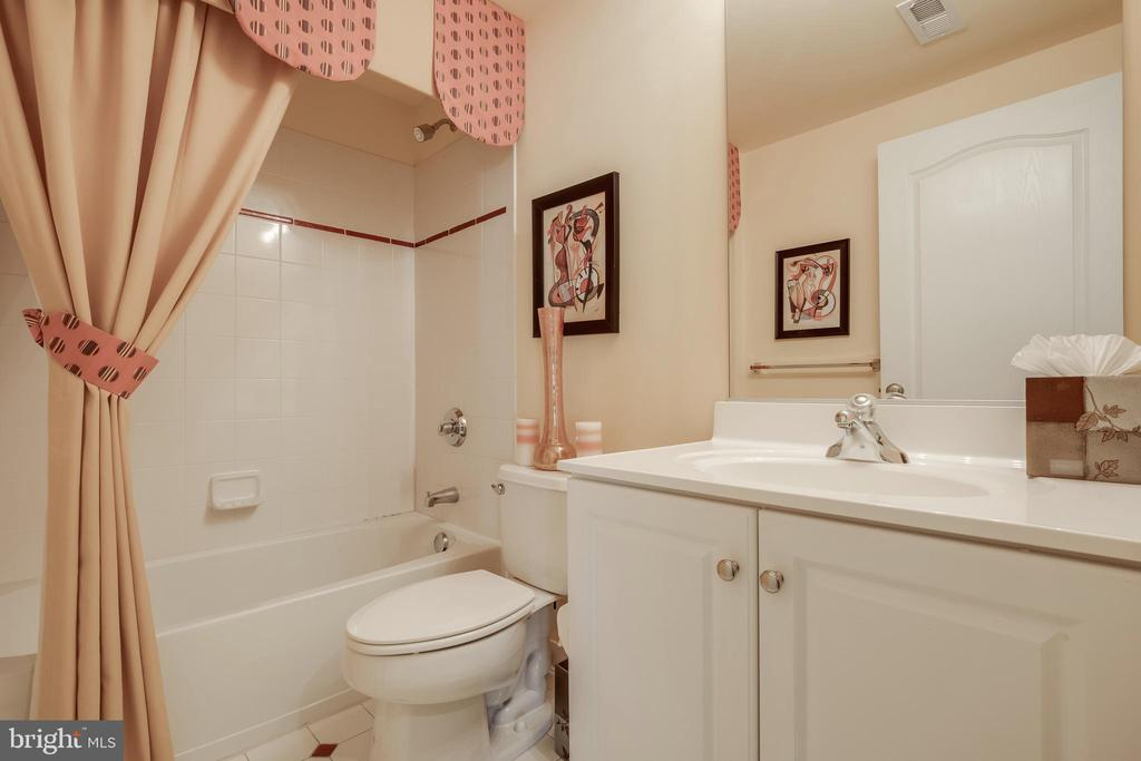 Full Bathroom in the Basement - 42355 EQUALITY ST, CHANTILLY