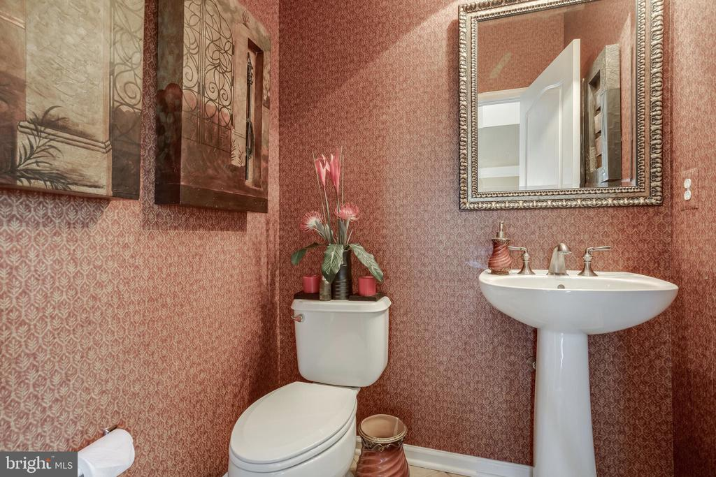 Powder Room - 42355 EQUALITY ST, CHANTILLY