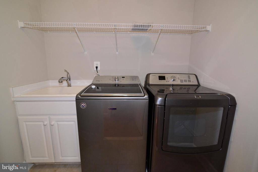 Upstairs laundry is on everyone's wish list - 42814 RAVENGLASS DR, ASHBURN