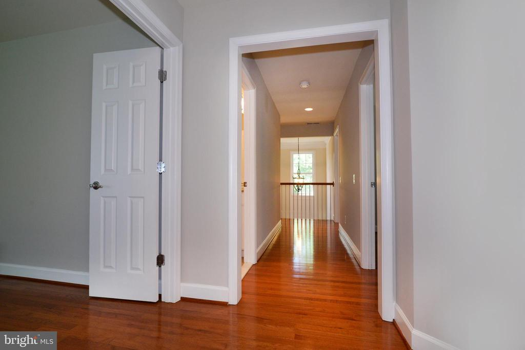 The hardwood floors continue on the upper floor - 42814 RAVENGLASS DR, ASHBURN