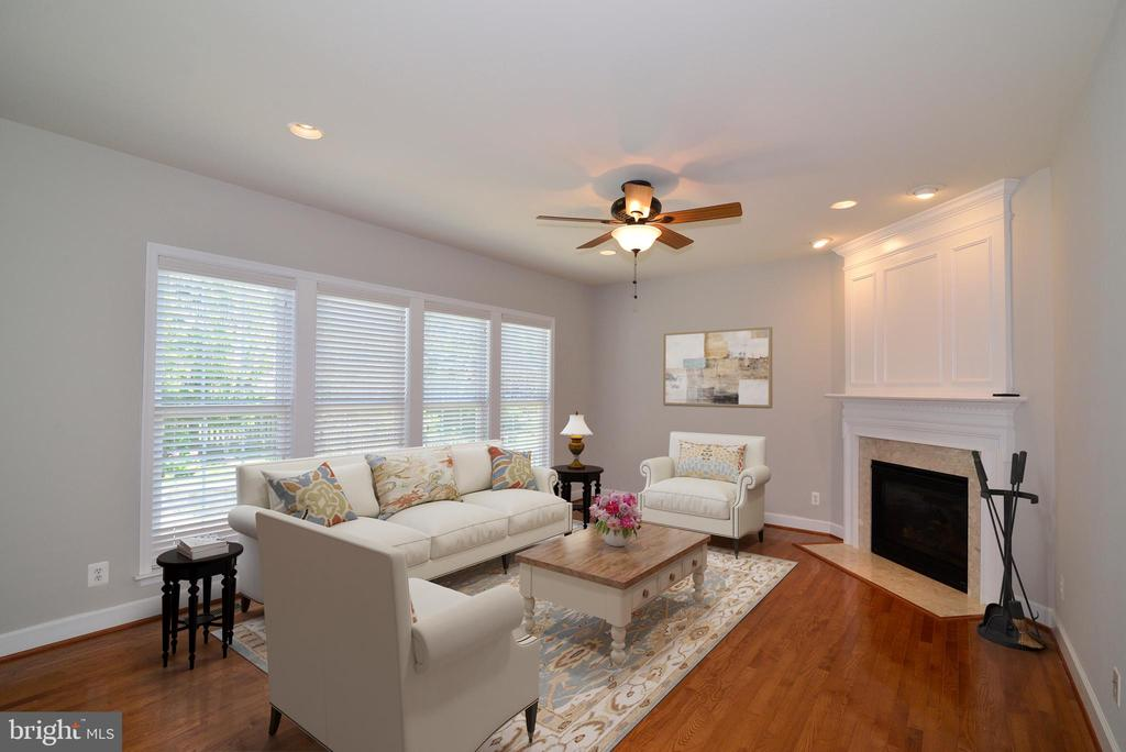 The great room, easily accessible from  the kitche - 42814 RAVENGLASS DR, ASHBURN