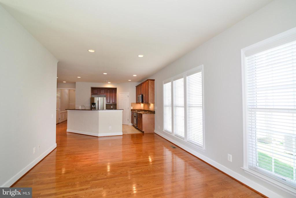 Great connection throughout the main level - 42814 RAVENGLASS DR, ASHBURN