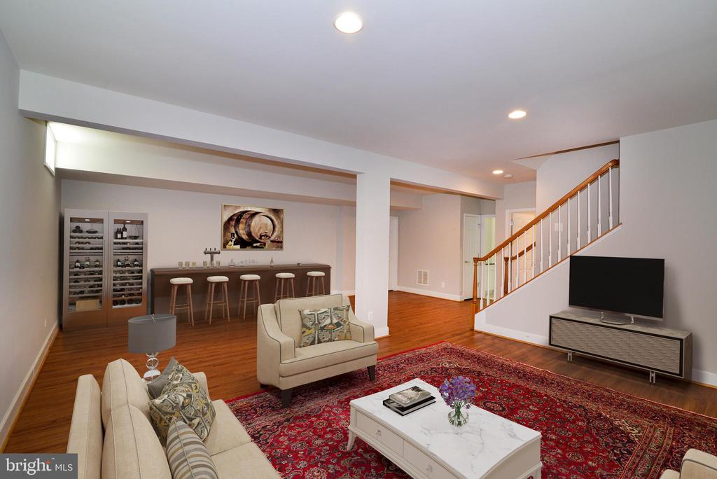 Large lower level with full bath & outside access - 42814 RAVENGLASS DR, ASHBURN
