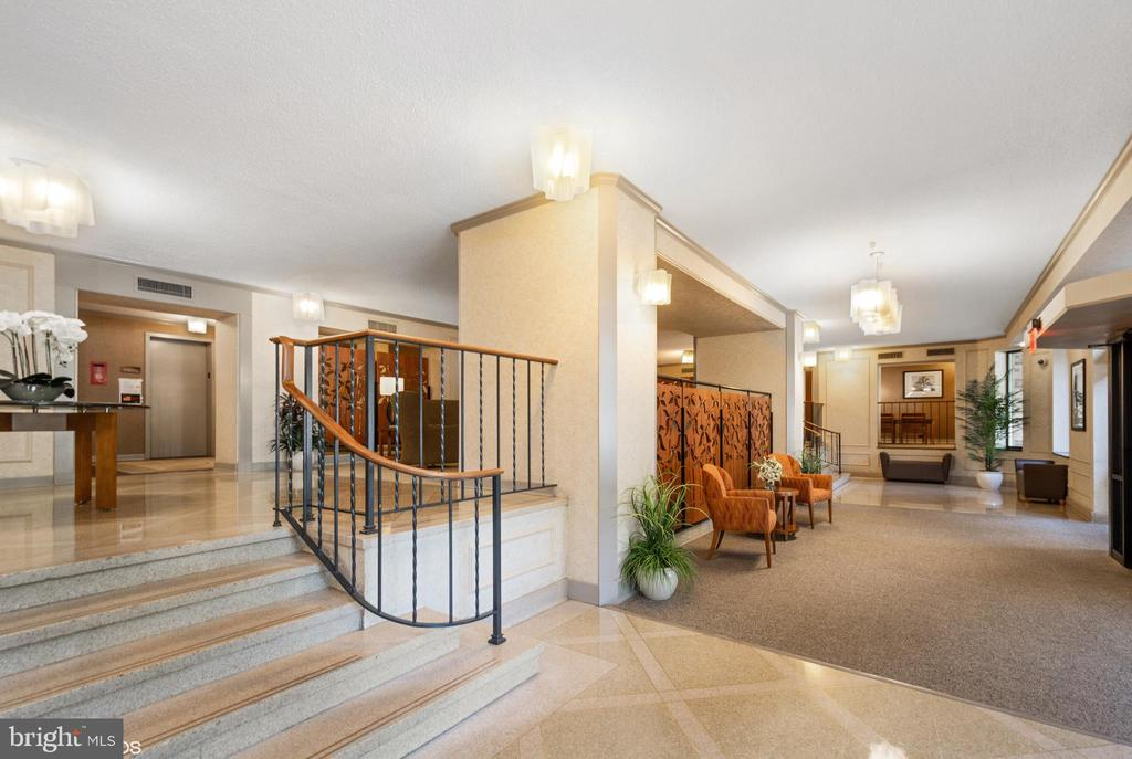 Lobby with mailroom, 'library' area - 5902 MOUNT EAGLE DR #609, ALEXANDRIA
