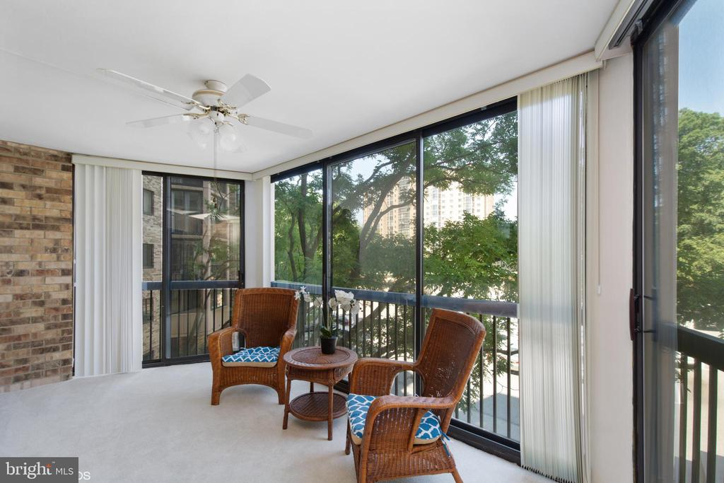 Spacious enclosed balcony, vertical blinds, carpet - 5904 MOUNT EAGLE DR #309, ALEXANDRIA