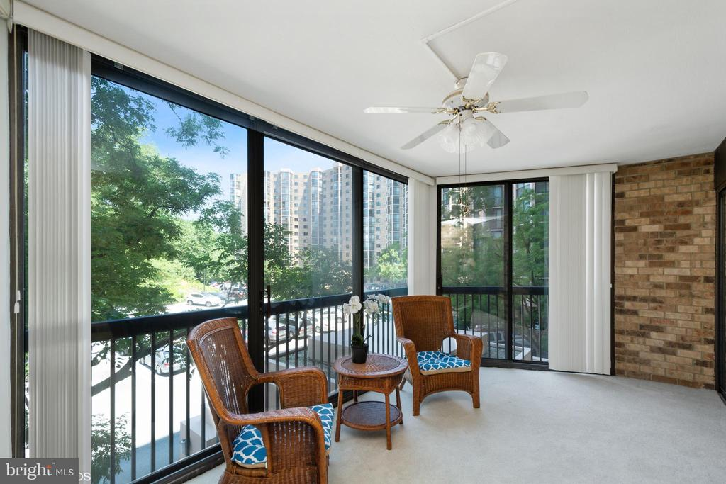 Relax among the trees - 5904 MOUNT EAGLE DR #309, ALEXANDRIA