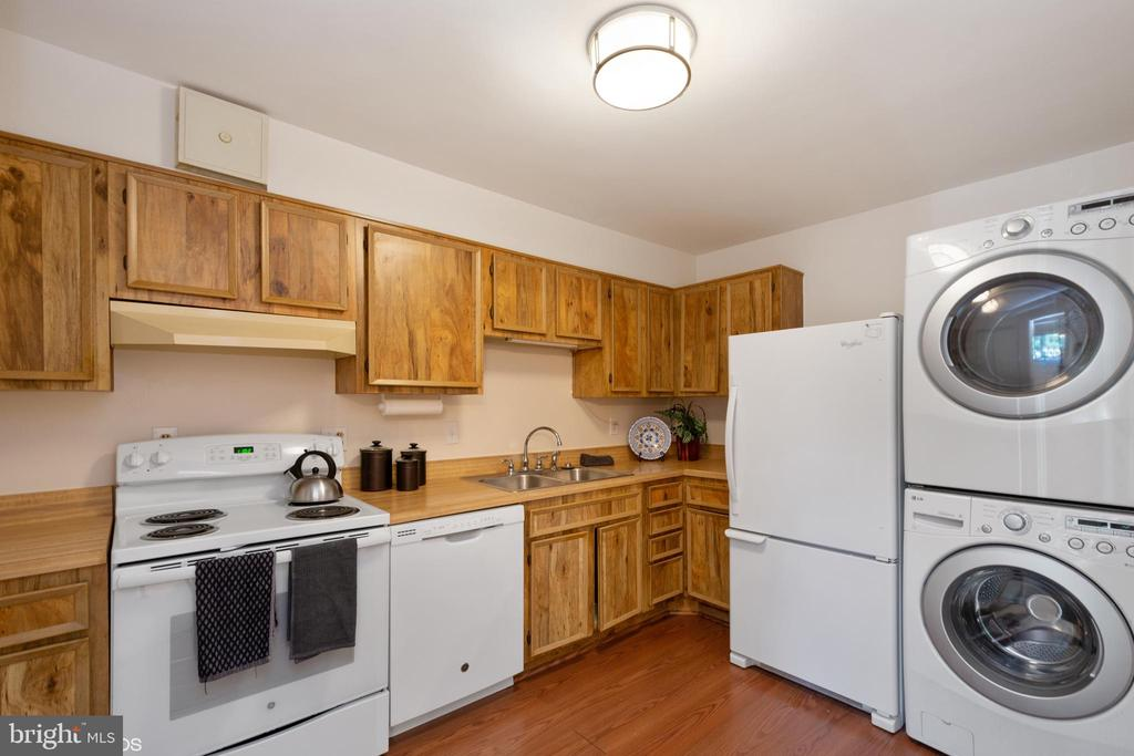 Kitchen with front-loading washer/dryer - 5904 MOUNT EAGLE DR #309, ALEXANDRIA
