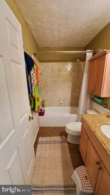Full bathroom Upstairs - 3107 VOYAGE DR, STAFFORD