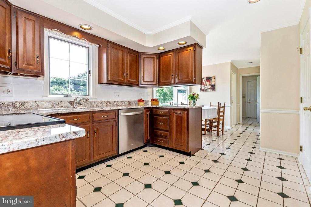 Kitchen & breakfast nook - New SS appliances - 2807 GRANDVIEW DR, MIDDLETOWN
