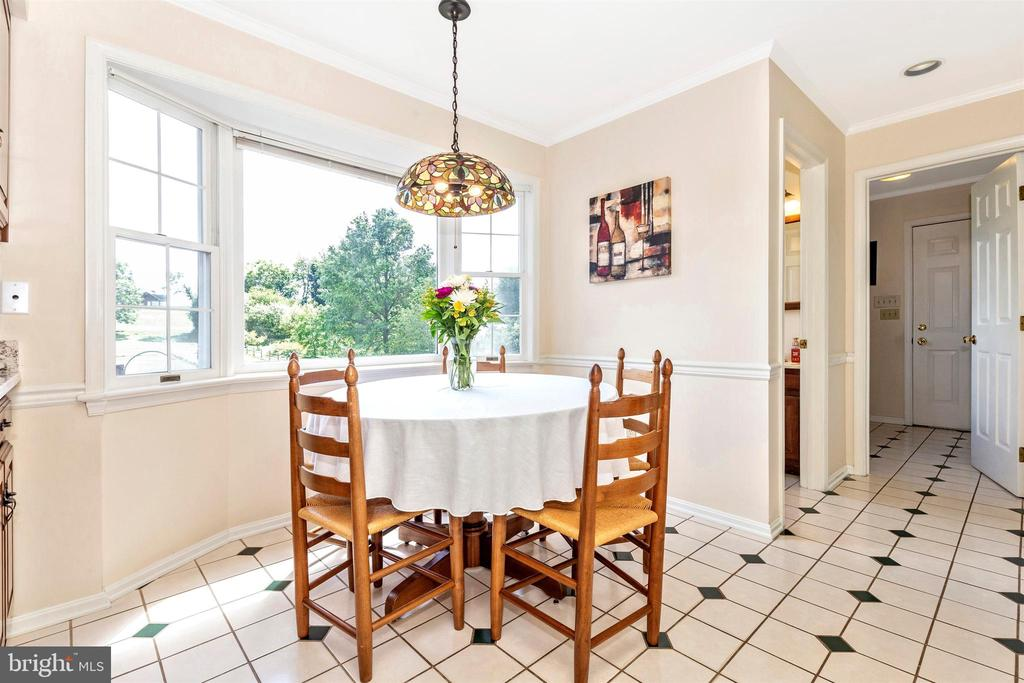 Breakfast Nook - enjoy the views - 2807 GRANDVIEW DR, MIDDLETOWN