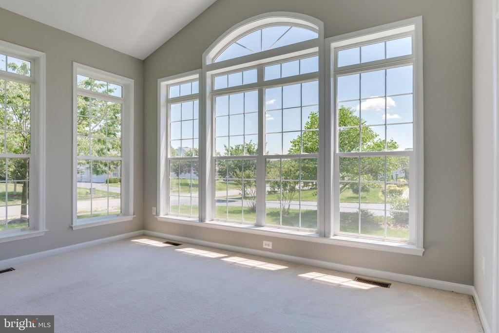 BRIGHT AND SPACIOUS SUN ROOM -OFF THE LIVING AREAA - 42345 ASTORS BEACHWOOD CT, CHANTILLY
