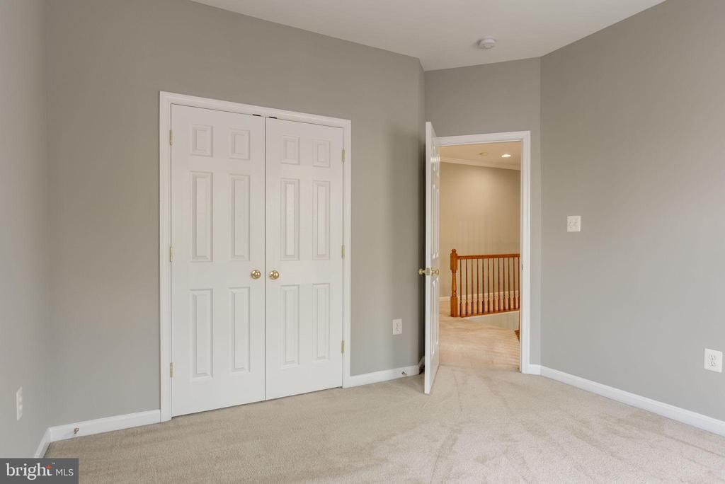 BEDROOM #1 - 42345 ASTORS BEACHWOOD CT, CHANTILLY