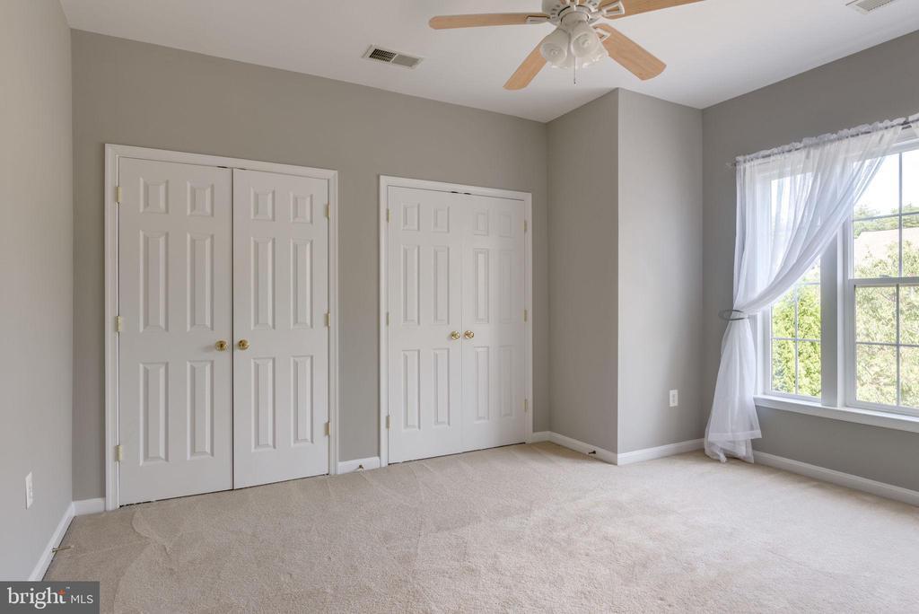 BEDROOM #4 - 42345 ASTORS BEACHWOOD CT, CHANTILLY