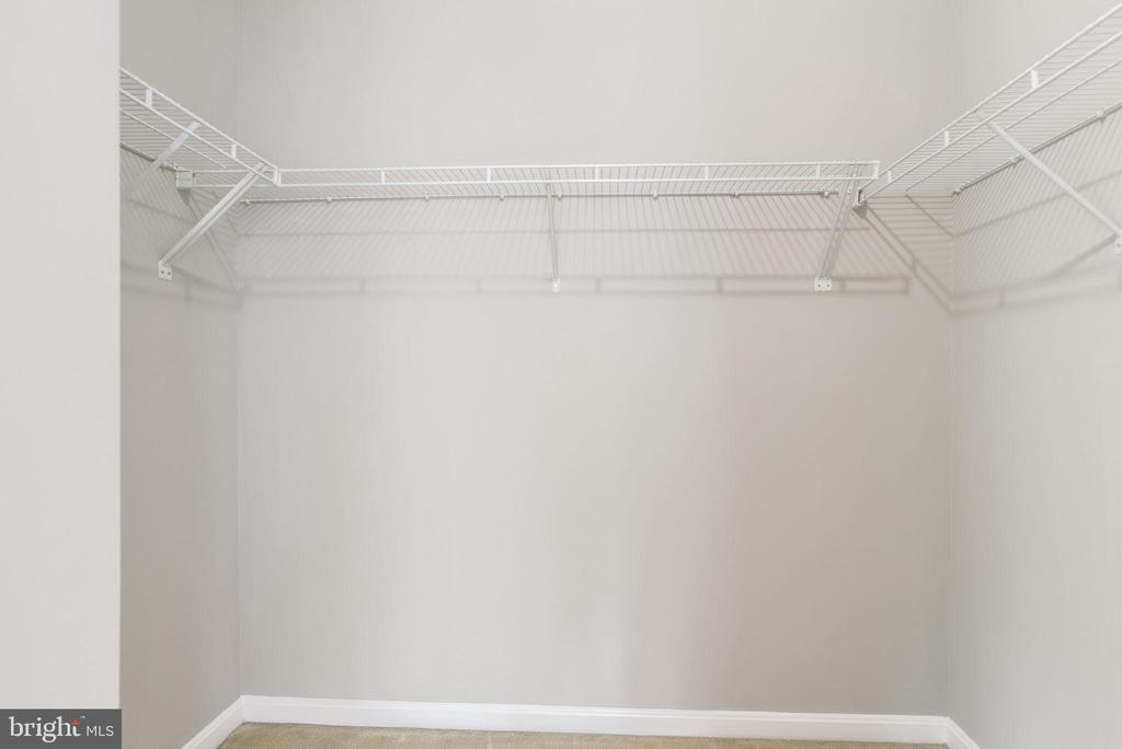 CLOSET - HIS AND HERS - 42345 ASTORS BEACHWOOD CT, CHANTILLY