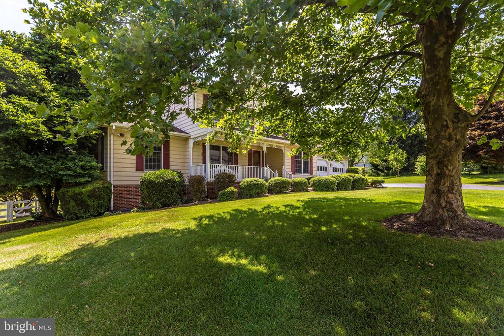 Mature Landscaping - 2807 GRANDVIEW DR, MIDDLETOWN