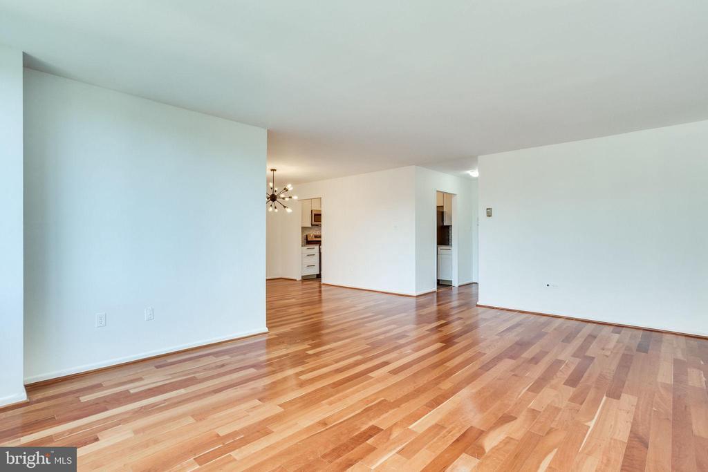 Living Room with beautiful hardwood floors - 2939 VAN NESS ST NW #1017, WASHINGTON