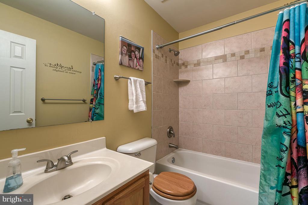 2 full bath - 26 NEVILLE CT, STAFFORD