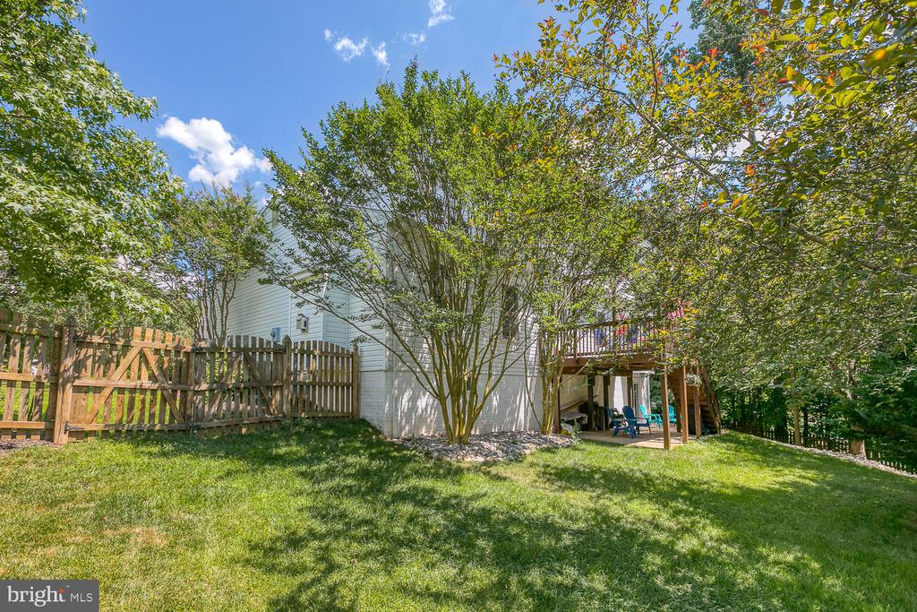 Fenced yard - 26 NEVILLE CT, STAFFORD