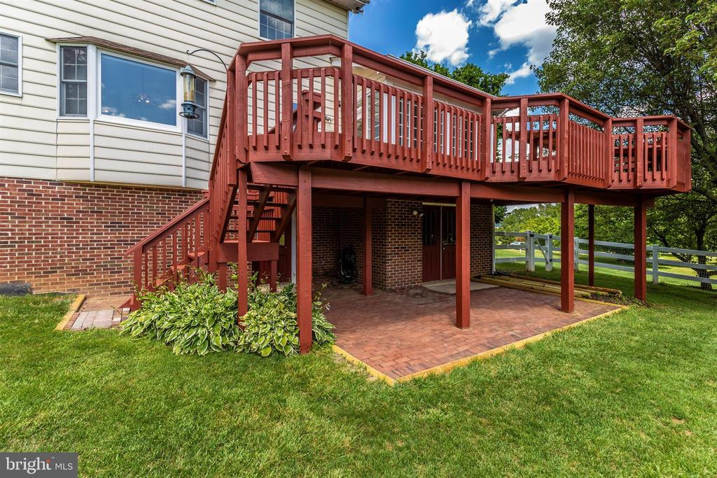 Deck recently painted - 2807 GRANDVIEW DR, MIDDLETOWN