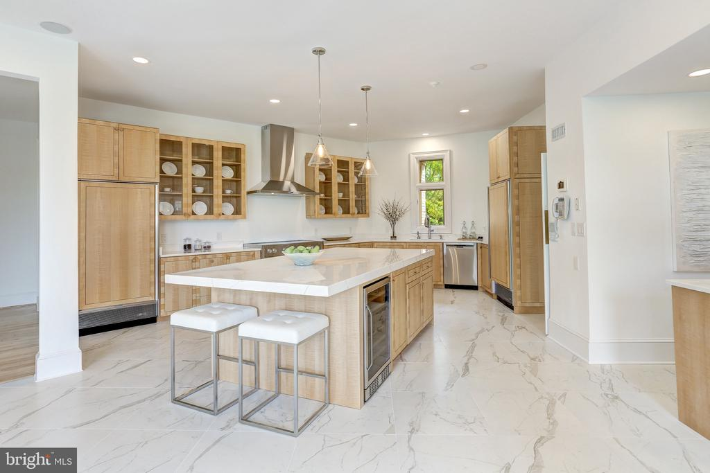 Fully Renovated Gourmet Kitchen - 8313 PERSIMMON TREE RD, BETHESDA