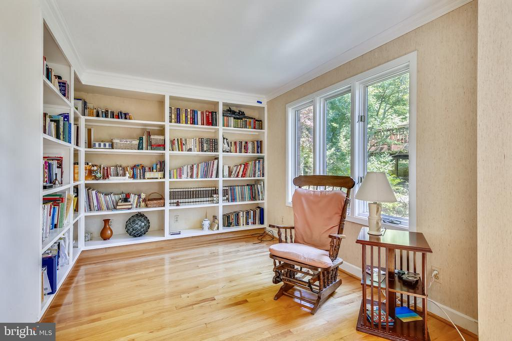 Library with built in bookcases. - 4103 FAITH CT, ALEXANDRIA