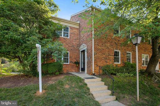 804 COLLEGE PKWY #8