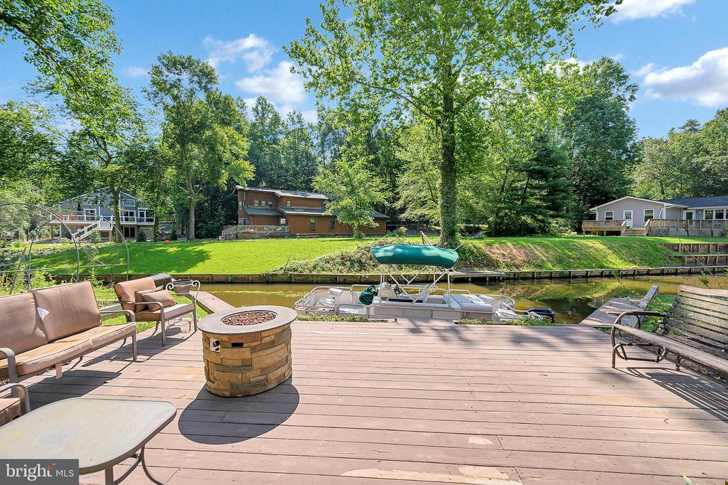 Enjoy entertaining on your deck by the water - 106 CONFEDERATE CIR, LOCUST GROVE