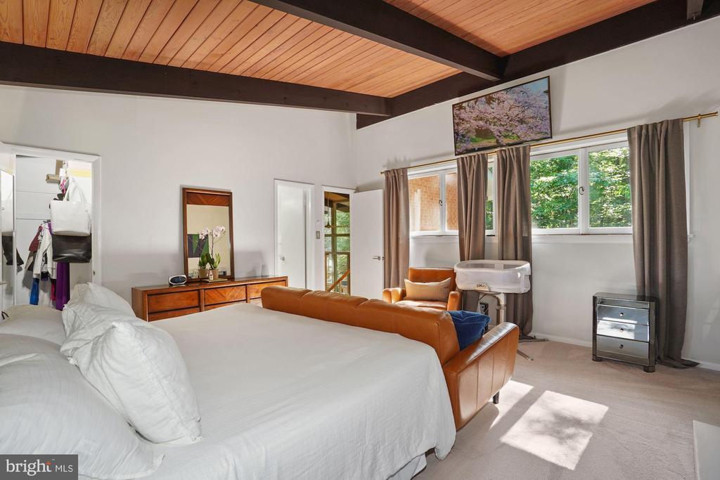 Owner Bedroom - 3421 STONEYBRAE DR, FALLS CHURCH
