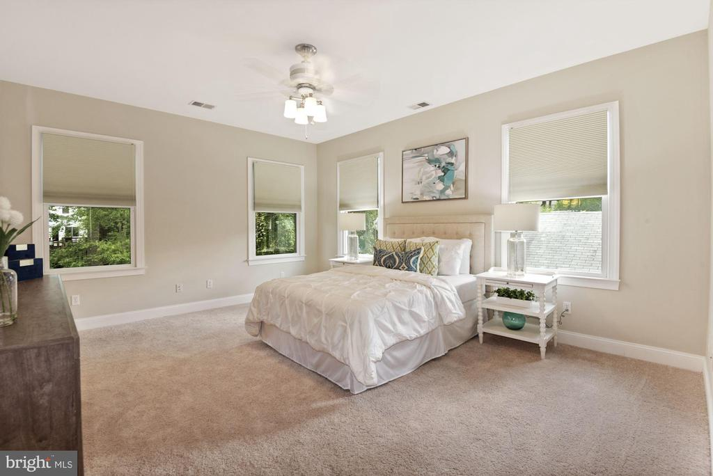 Owner's Bedroom - 5715 7TH ST N, ARLINGTON