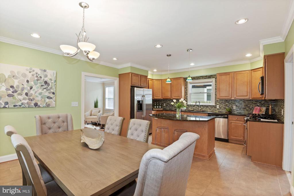 Eat in Kitchen - 5715 7TH ST N, ARLINGTON