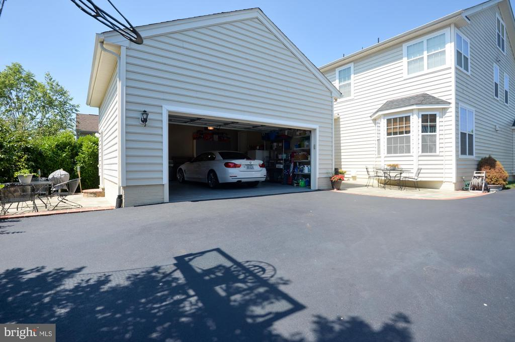 Garage - 43217 BARNSTEAD DR, ASHBURN