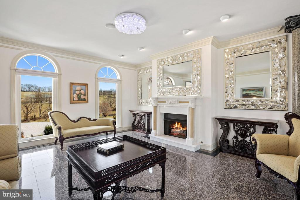 Front living room with granite floors! - 15929 BRIDLEPATH LN, PAEONIAN SPRINGS