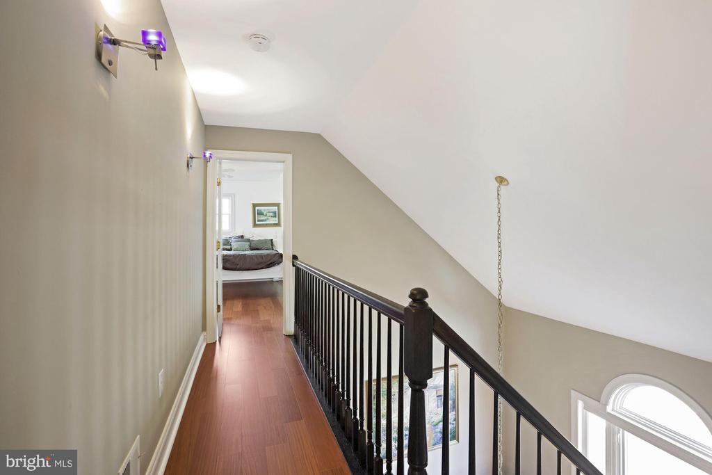 3rd floor hallway. - 15929 BRIDLEPATH LN, PAEONIAN SPRINGS