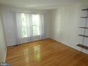 Bedroom #2 view from entry doorway - 43114 LLEWELLYN CT, LEESBURG