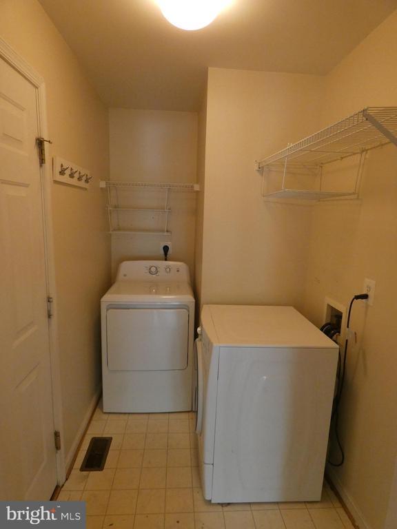 Laundry room  - main level with garage door entry - 43114 LLEWELLYN CT, LEESBURG