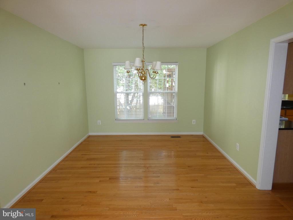 Dining room view from living room - 43114 LLEWELLYN CT, LEESBURG