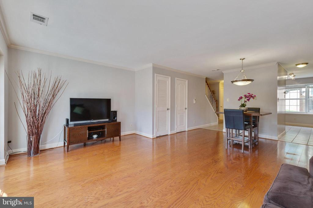 Living Room - 4023 CHESTERWOOD DR, SILVER SPRING