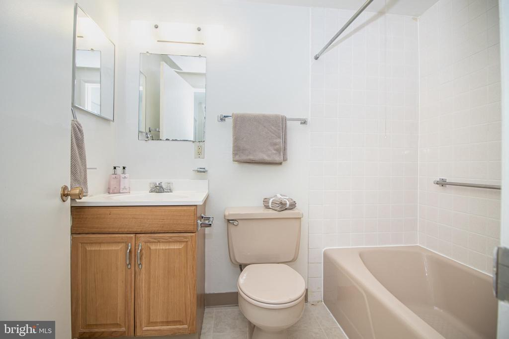 Full Bathroom - 3618 GLENEAGLES DR #7-1G, SILVER SPRING