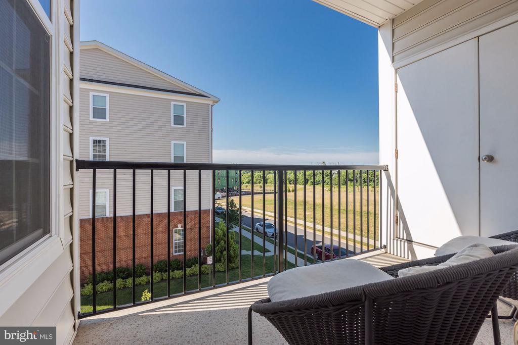 Balcony off of Kitchen & Family Room - 43051 THOROUGHFARE GAP TER, ASHBURN