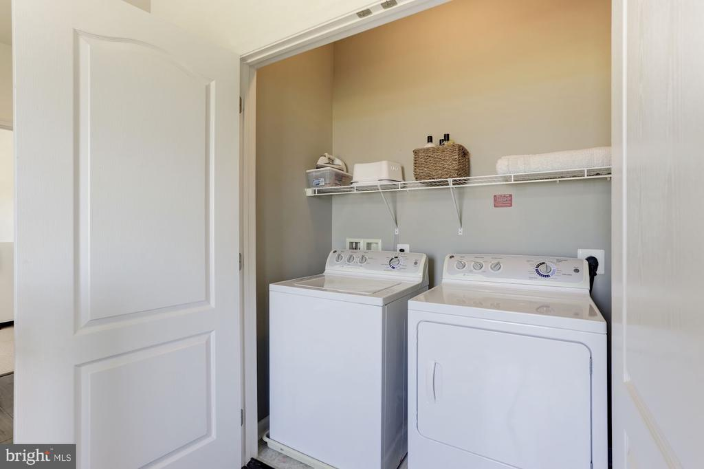 Upstairs Laundry area with Full Size Washer Dryer. - 43051 THOROUGHFARE GAP TER, ASHBURN