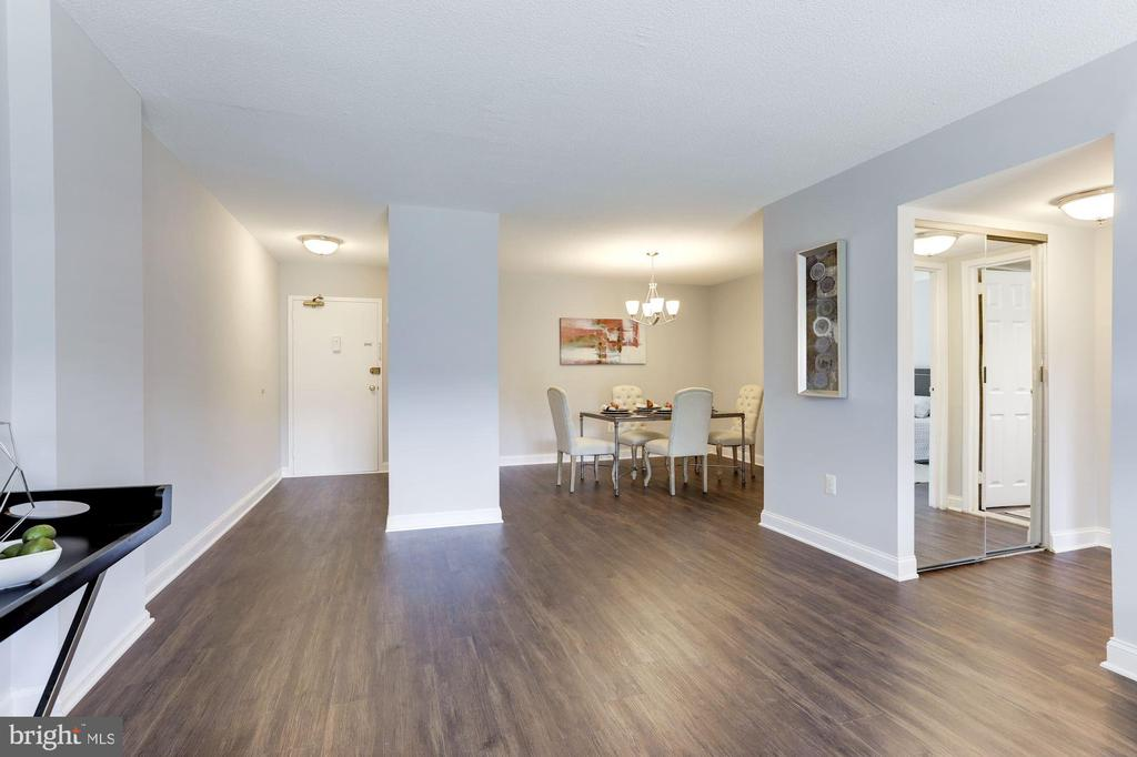 Large 900 square foot layout! - 1300 ARMY NAVY DR #225, ARLINGTON