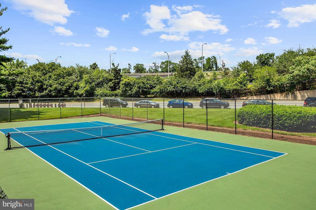 Community tennis courts - 1300 ARMY NAVY DR #225, ARLINGTON