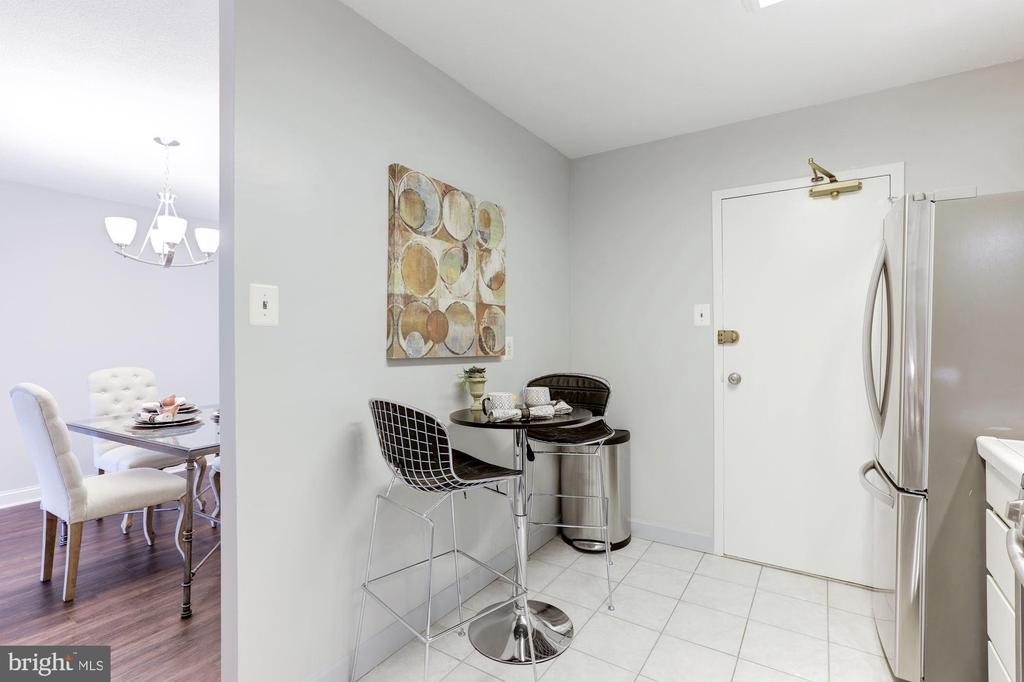 Room for a table - 1300 ARMY NAVY DR #225, ARLINGTON