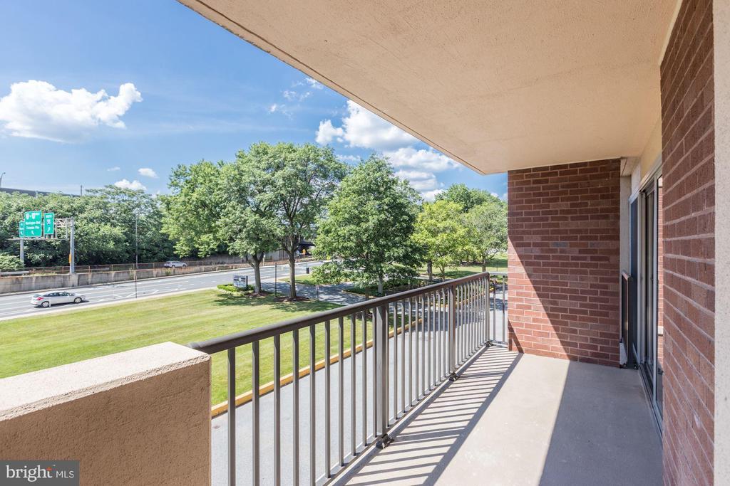 Covered balcony space - 1300 ARMY NAVY DR #225, ARLINGTON