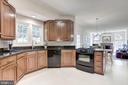 Granite  counters & plenty of cabinet space! - 47317 GRANDVIEW PL, STERLING