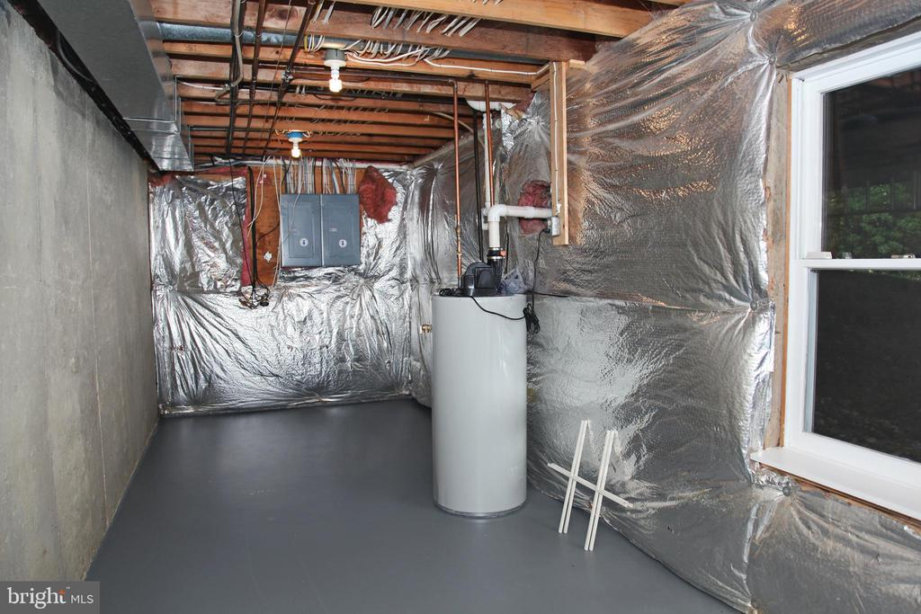Basement Storage Space II/Gas Hot Water/Electrical - 11116 HENDERSON RD, FAIRFAX STATION