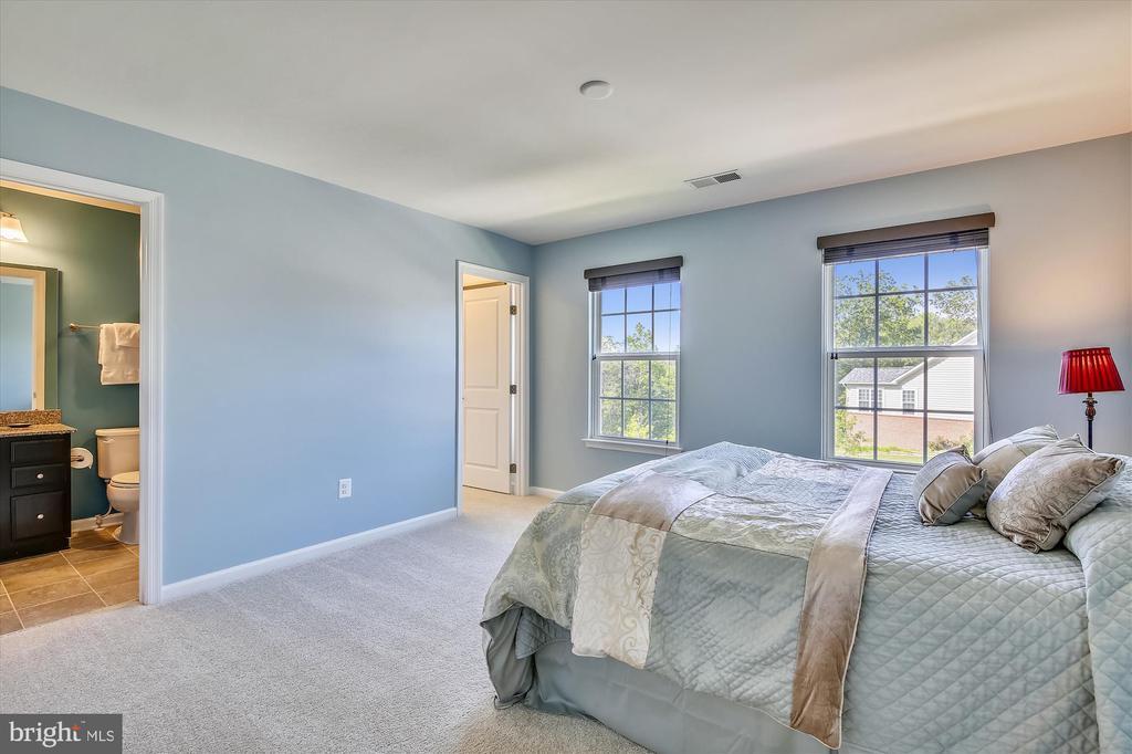 Guest Room with Full Bath,  Walkin Closet - 14425 BENTLEY PARK DR, BURTONSVILLE