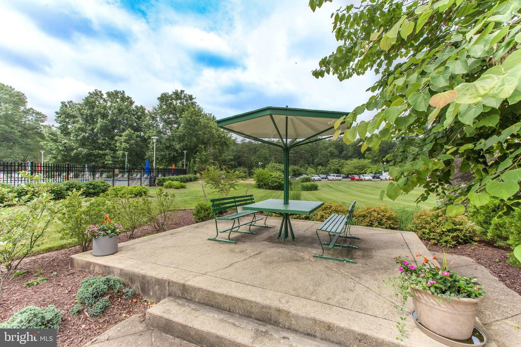 Picnic tables - 6621 WAKEFIELD DR #620, ALEXANDRIA