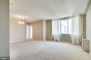 Light an airy combined living/dining room - 6621 WAKEFIELD DR #620, ALEXANDRIA