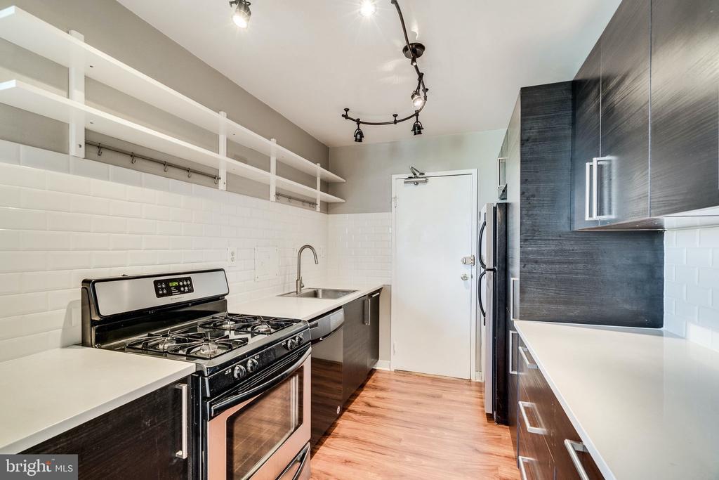 Updated kitchen - 6621 WAKEFIELD DR #620, ALEXANDRIA